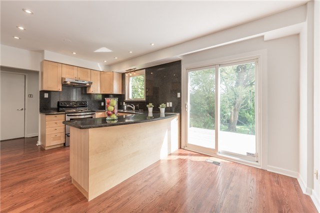 Detached at 15 Thicket Rd, Toronto, Ontario. Image 17