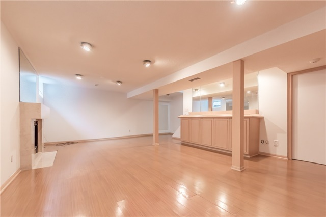 Detached at 15 Thicket Rd, Toronto, Ontario. Image 9