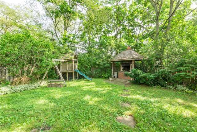 Detached at 15 Thicket Rd, Toronto, Ontario. Image 11