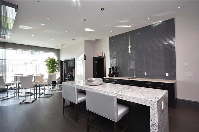 Condo Apartment at 65 Speers Rd, Unit 405, Oakville, Ontario. Image 3