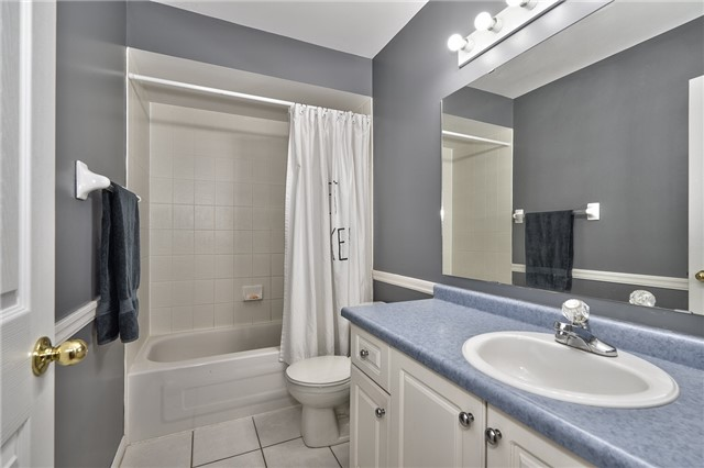 Condo Townhouse at 2151 Walkers Line, Unit 17, Burlington, Ontario. Image 7