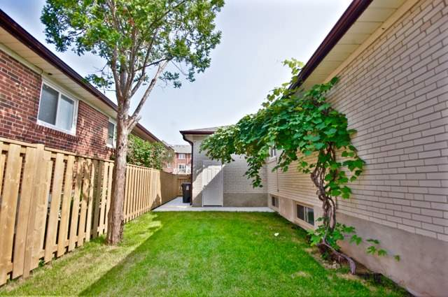 Detached at 48 Lemonwood Dr, Toronto, Ontario. Image 15