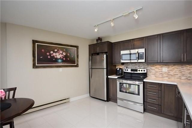 Condo Apartment at 50 Eglinton Ave W, Unit 1007, Mississauga, Ontario. Image 18
