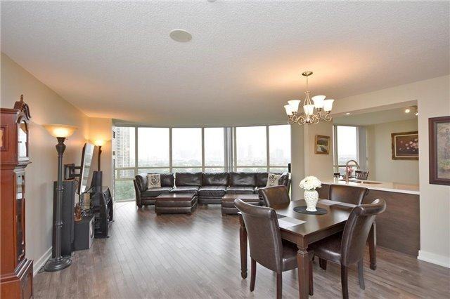 Condo Apartment at 50 Eglinton Ave W, Unit 1007, Mississauga, Ontario. Image 20