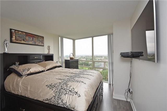 Condo Apartment at 50 Eglinton Ave W, Unit 1007, Mississauga, Ontario. Image 3