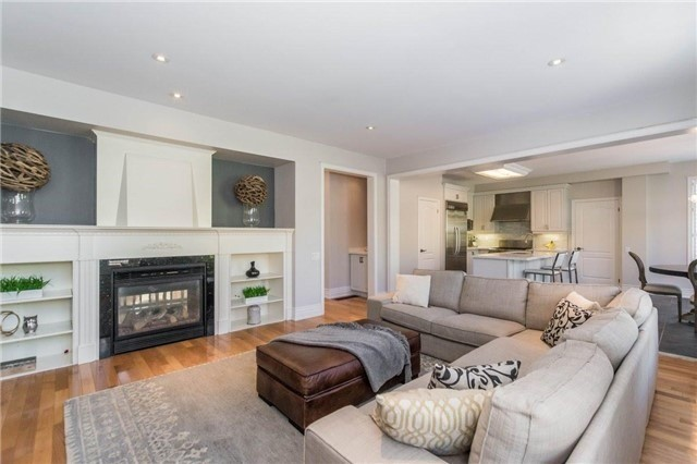 Detached at 3275 Raspberry Bush Tr, Oakville, Ontario. Image 3