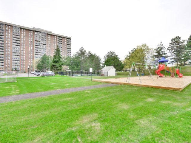Condo Apartment at 25 Kensington Rd, Unit 1607, Brampton, Ontario. Image 9