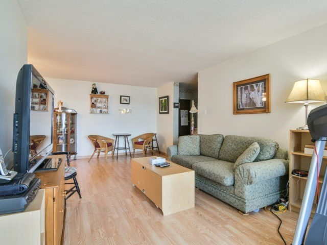 Condo Apartment at 25 Kensington Rd, Unit 1607, Brampton, Ontario. Image 11