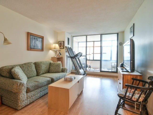 Condo Apartment at 25 Kensington Rd, Unit 1607, Brampton, Ontario. Image 12
