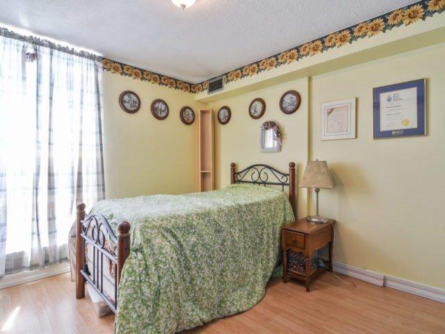 Condo Apartment at 25 Kensington Rd, Unit 1607, Brampton, Ontario. Image 2