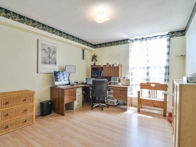 Condo Apartment at 25 Kensington Rd, Unit 1607, Brampton, Ontario. Image 3