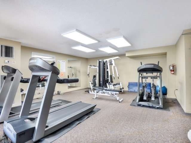 Condo Apartment at 25 Kensington Rd, Unit 1607, Brampton, Ontario. Image 6