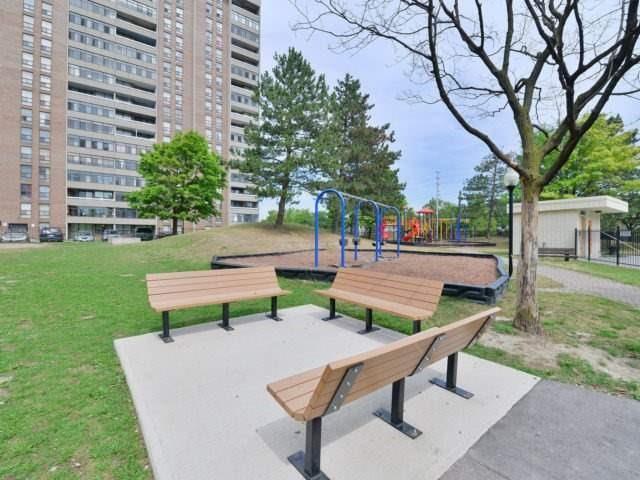 Condo Apartment at 25 Kensington Rd, Unit 1607, Brampton, Ontario. Image 7