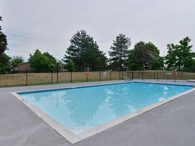 Condo Apartment at 25 Kensington Rd, Unit 1607, Brampton, Ontario. Image 8