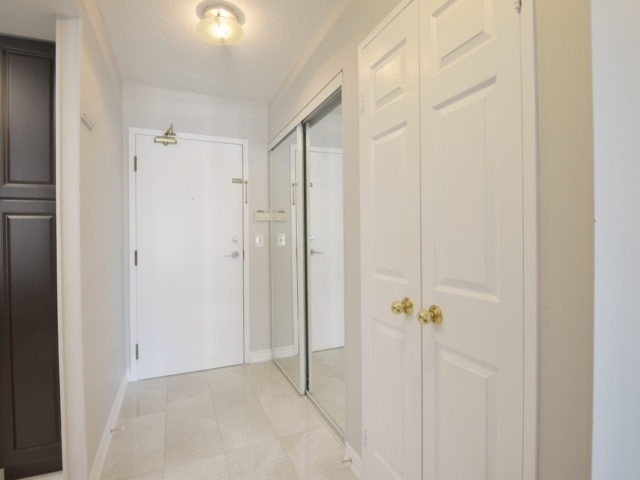Condo Apartment at 325 Webb Dr, Unit 1206, Mississauga, Ontario. Image 15