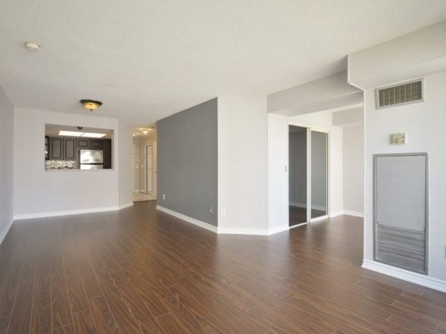 Condo Apartment at 325 Webb Dr, Unit 1206, Mississauga, Ontario. Image 16