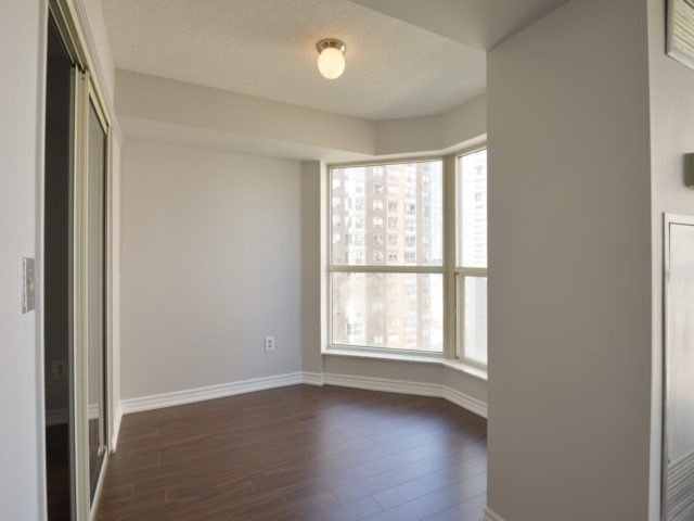Condo Apartment at 325 Webb Dr, Unit 1206, Mississauga, Ontario. Image 18