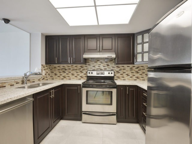 Condo Apartment at 325 Webb Dr, Unit 1206, Mississauga, Ontario. Image 19