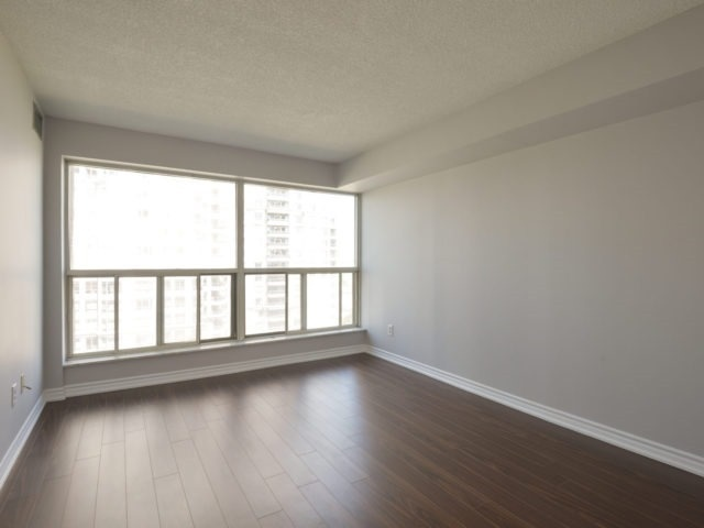 Condo Apartment at 325 Webb Dr, Unit 1206, Mississauga, Ontario. Image 2