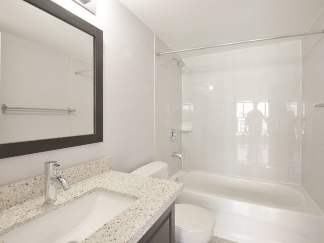 Condo Apartment at 325 Webb Dr, Unit 1206, Mississauga, Ontario. Image 4