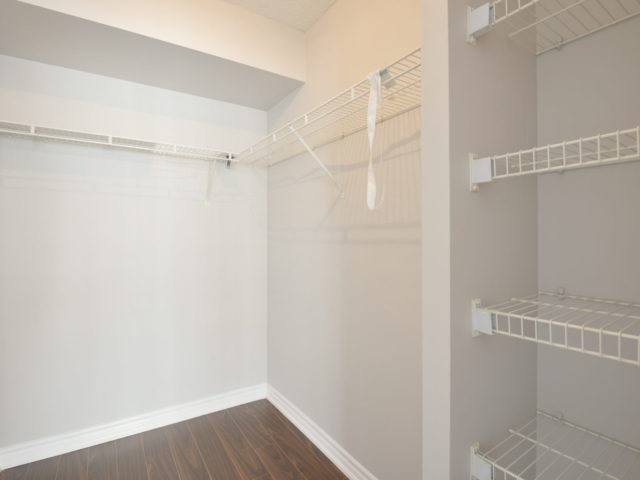 Condo Apartment at 325 Webb Dr, Unit 1206, Mississauga, Ontario. Image 5