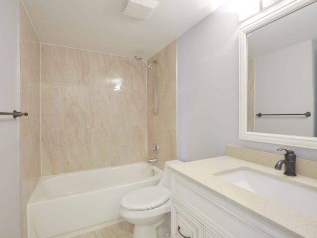 Condo Apartment at 325 Webb Dr, Unit 1206, Mississauga, Ontario. Image 7