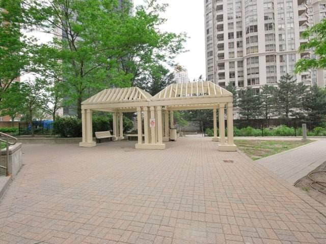 Condo Apartment at 325 Webb Dr, Unit 1206, Mississauga, Ontario. Image 10