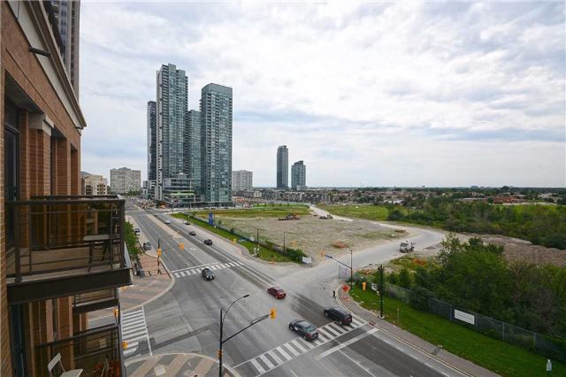 Condo Apartment at 385 Prince Of Wales Dr, Unit 710, Mississauga, Ontario. Image 4