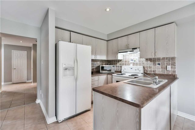 Detached at 5255 Marblewood Dr, Mississauga, Ontario. Image 2