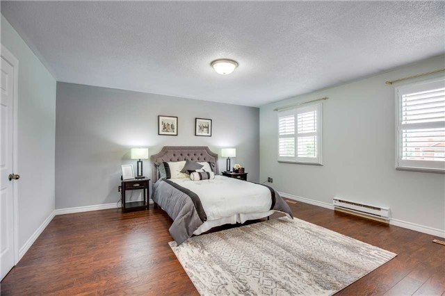 Townhouse at 2231 Shipwright Rd, Oakville, Ontario. Image 2