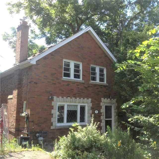 Detached at 27 Rosedale Ave W, Brampton, Ontario. Image 1