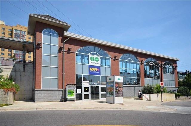 Detached at 27 Rosedale Ave W, Brampton, Ontario. Image 8