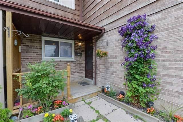 Townhouse at 31 Scottsdale Crt, Brampton, Ontario. Image 9