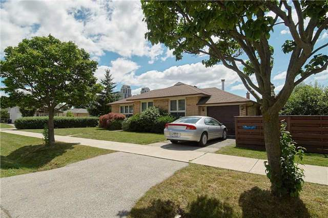 Detached at 47 Mooreshead Dr, Toronto, Ontario. Image 11