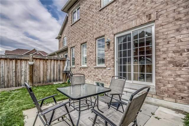 Semi-detached at 2 Amy Ave, Brampton, Ontario. Image 13