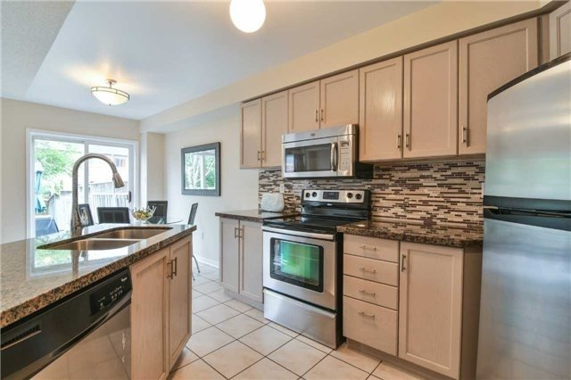 Townhouse at 5546 Linwell Pl, Mississauga, Ontario. Image 16