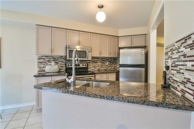 Townhouse at 5546 Linwell Pl, Mississauga, Ontario. Image 17