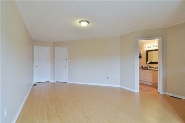 Townhouse at 5546 Linwell Pl, Mississauga, Ontario. Image 3