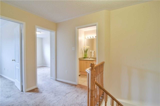 Townhouse at 5546 Linwell Pl, Mississauga, Ontario. Image 8