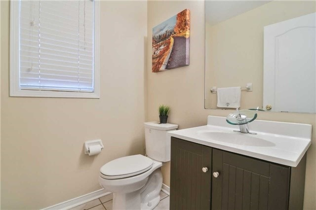 Townhouse at 5546 Linwell Pl, Mississauga, Ontario. Image 10