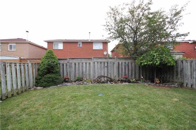 Detached at 17 Mcgraw Ave, Brampton, Ontario. Image 4