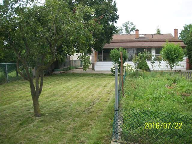 Detached at 1038 Roosevelt Rd, Mississauga, Ontario. Image 2