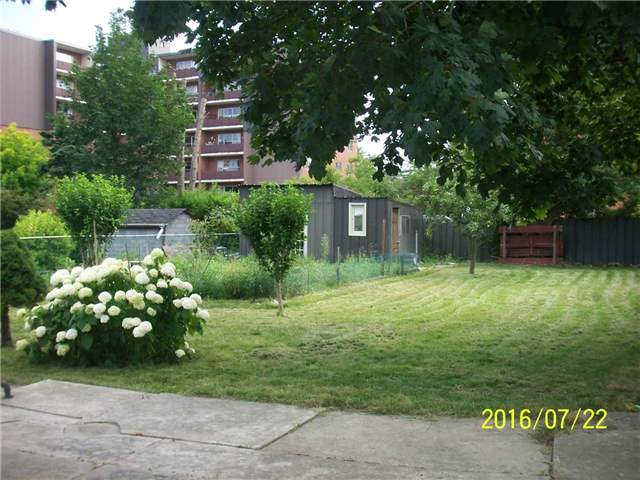 Detached at 1038 Roosevelt Rd, Mississauga, Ontario. Image 5