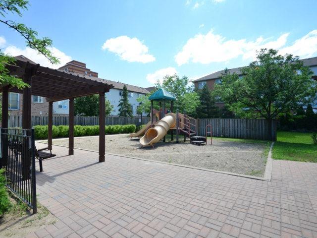 Condo Townhouse at 80 Acorn Pl, Unit 183, Mississauga, Ontario. Image 11