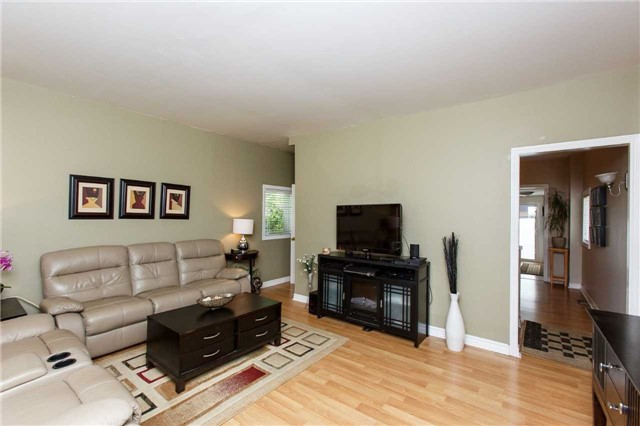 Detached at 2A Spears St, Toronto, Ontario. Image 8