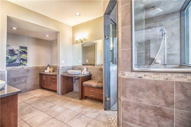 Condo Apartment at 45 Kingsbridge Garden Circ, Unit Uph1, Mississauga, Ontario. Image 9