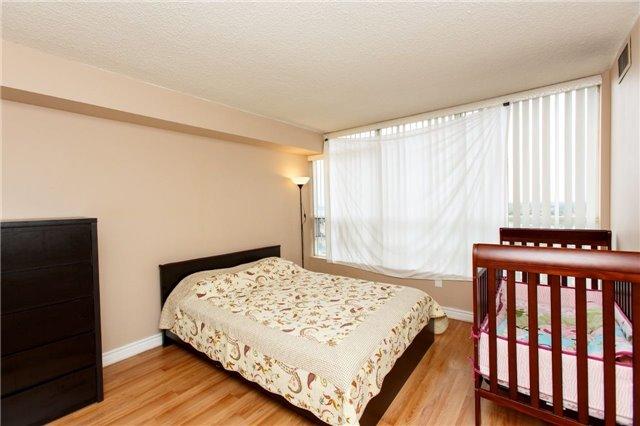 Condo Apartment at 50 Kingsbridge Garden Circ, Unit 1609, Mississauga, Ontario. Image 20
