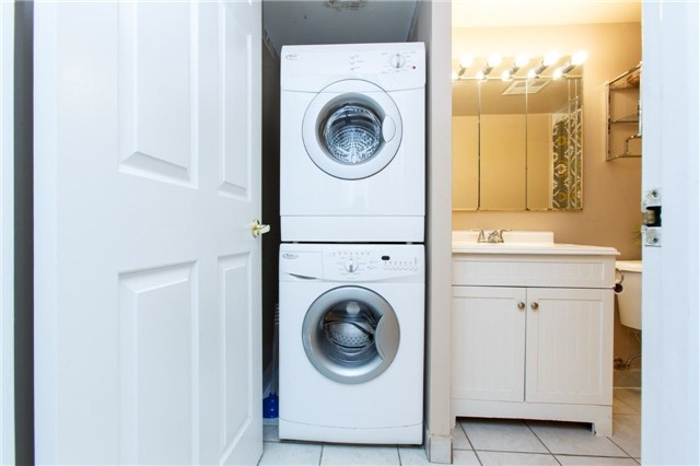 Condo Apartment at 50 Kingsbridge Garden Circ, Unit 1609, Mississauga, Ontario. Image 5