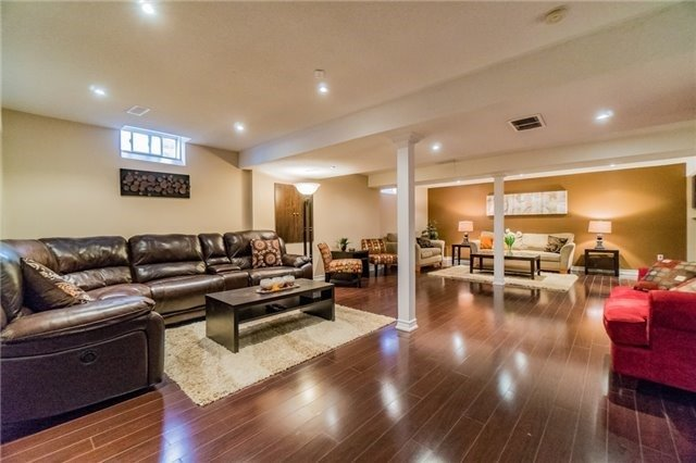 Detached at 336 Barondale Dr, Mississauga, Ontario. Image 2