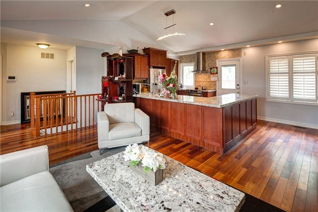 Detached at 459 North Service Rd, Mississauga, Ontario. Image 15
